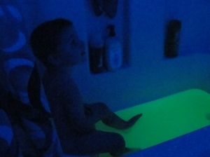 4 Sons 'R' Us: Glow In The Dark Bathtime