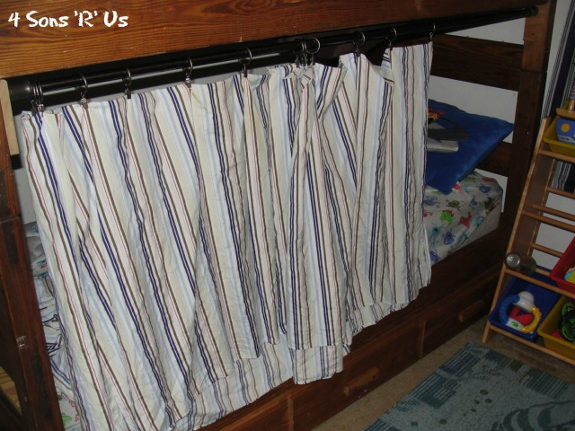 The 5 Minute, No Sew, Bottom Bunk-Bed Fort | 4 Sons 'R' Us